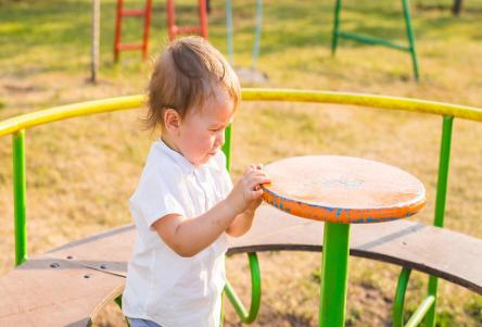 为什么越来越多的小孩子得白癜风